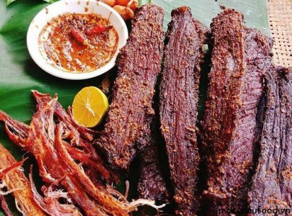 Kinh nghiệm mua thịt trâu gác bếp ở Hà Nội