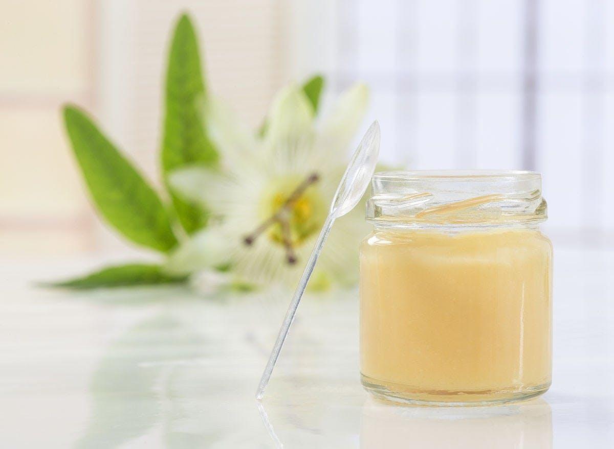 Cách chọn sữa ong chúa Hà Nội